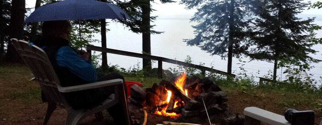 10 Tips on How to Keep a Fire Going in The Rain